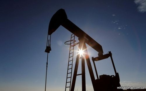 أسعار النفط تتراجع لكن المتعاملين يرحبون بأنباء لقاح كوفيد-19