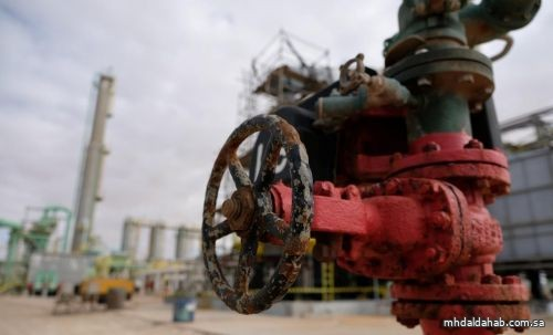 النفط ينزل من أعلى مستوى في أشهر.. و «برنت» عند 49.04 دولاراً