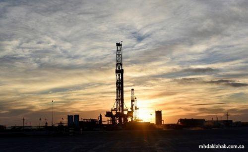 النفط يرتفع بفضل طرح لقاح كورونا