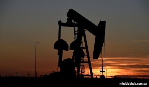 أسعار النفط تنزل بفعل زيادة مفاجئة في المخزونات الأمريكية