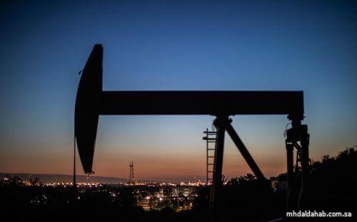 النفط ينزل بفعل زيادة مفاجئة في المخزونات الأمريكية