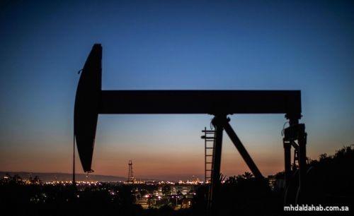 النفط يقلص خسائره بعد توقيع ترامب قانون المساعدات