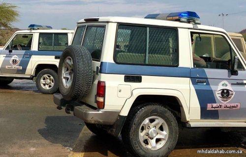 دوريات الأمن بشرطة المهد تلقي القبض على شخص متهماً بحيازة كمية من الحبوب المخدرة