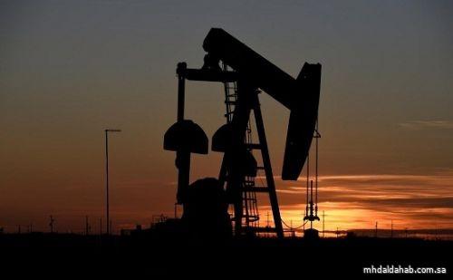 النفط ينزل في ظل إجراءات عزل عام في الصين وبيانات البطالة الأمريكية