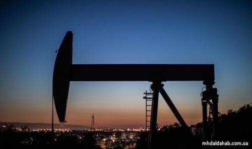 النفط يتراجع بعد صعود قوي متأثرا بالحديث عن تعاف أبطأ