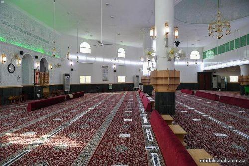 """""""الشؤون الإسلامية"""" تغلق 8 مساجد في 4 مناطق بعد ثبوت حالات كورونا بين المصلين"""