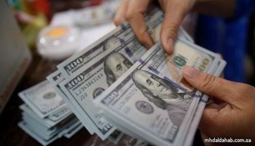 الدولار يحلق مرتفعا قرب ذروة عدة أشهر بفضل رهانات النمو الأميركي
