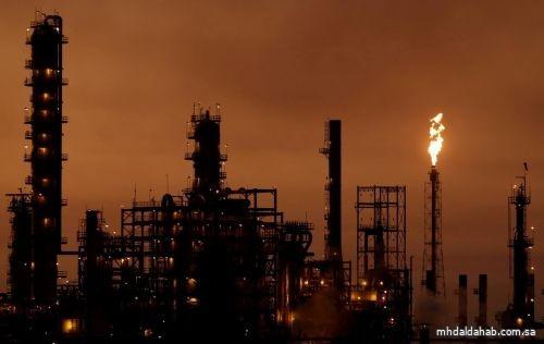 النفط ينتعش بفضل بيانات اقتصادية قوية وتصيد صفقات