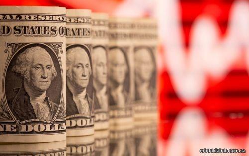 الذهب يرتفع مع زيادة الإصابات بالفيروس وتراجع الدولار يعزز جاذبيته كملاذ آمن