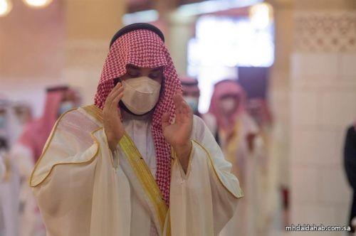 ولي العهد يُؤدي صلاة العيد في جامع الإمام تركي بن عبدالله بالرياض