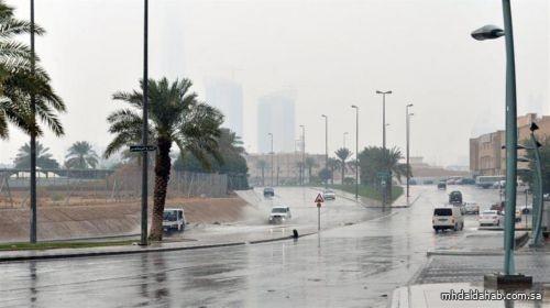 طقس الجمعة: هطول أمطار رعدية مصحوبة بزخات من البرد على بعض مناطق المملكة