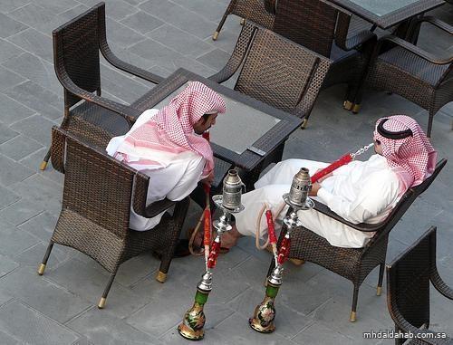 بعد تعليق أكثر من عام.. عودة الشيشة والمعسلات للمقاهي واقتصارها على المحصنين