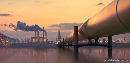 أسعار النفط تغلق على انخفاض طفيف